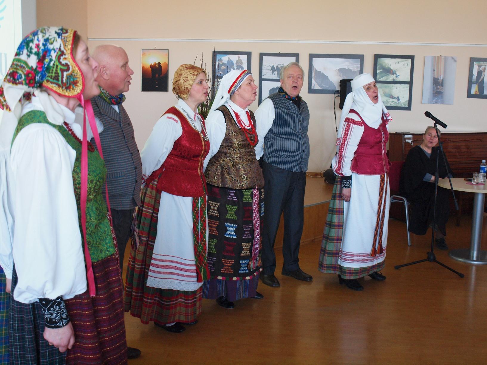 """Neveronių kultūros centro folkloro ansamblis """"Viešia"""""""