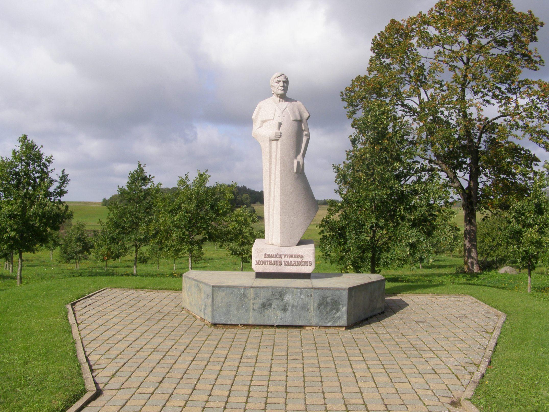 M.Valančiui paminklas Nasrėnuose, Kretingos r. | lt.wikipedija.org nuotr.