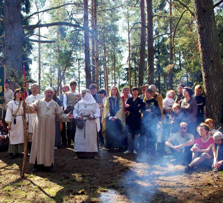 J.Trinkūnas tarp Jorės šventės dalyvių Kulionyse, Molėtų r. | Alkas.lt nuotr.