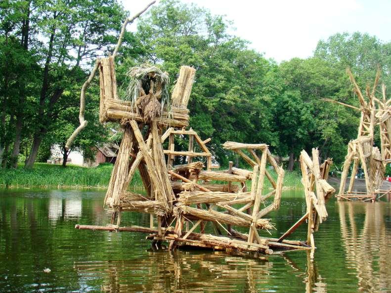 """Argaudo ir Jogilo skulptūra """"Krivio malda"""" (aukštis apie 2 m)"""