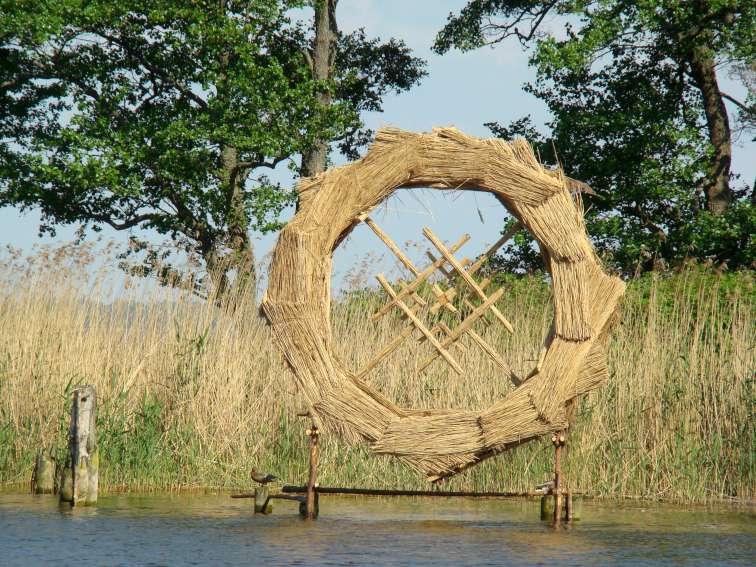 """Žilvino Danio ir Domino Puloko skulptūra """"Saulės ratas"""" (aukštis apie 5 m)"""