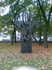 "Paminklas ""Kryžius-medis"""