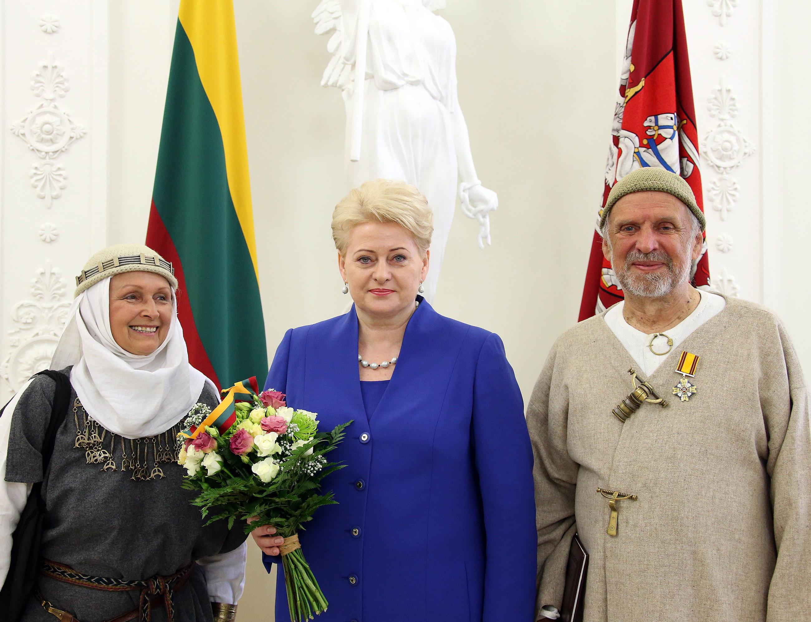 Jonas Trinkūnas ir Inija Trinkūnienė po apdovanojimo su Prezidente | lrp.lt, Dž.G.Barysaitės nuotr.