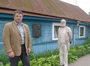 R.Kaminskas ir A.Kalanta prie R.Kalantos namo