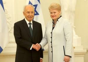 Šimonas Peresas ir Dalia Grybauskaitė   lrp.lt, D. Labučio nuotr.