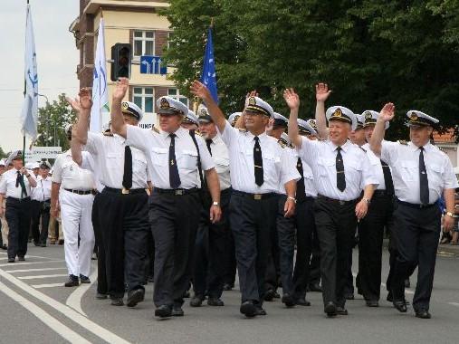 Kapitonai jūros šventės eisenoje