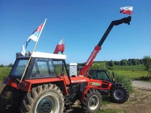 """Sunkiąja technika Lenkijos ūkininkai blokuoja kelią """"Ševronui"""" į savo žemes"""