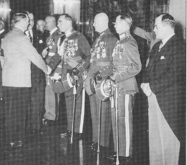 """Priėmimas pas A.Hitlerį, 1939-04-21. Dešinėje ambasadorius K Škirpa   K.Škirpos knygos """"Lietuvos nepriklausomybės sutemos"""" nuotr."""