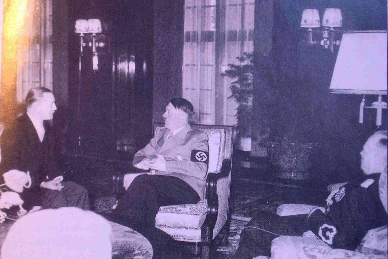 """J.Urbšio audencija pas Hitlerį 1939 m. Iš kairės J.Urbšys, A.Hitleris J. von Ribbentropas      K.Škirpos knygos """"Lietuvos nepriklausomybės sutemos"""" nuotr."""