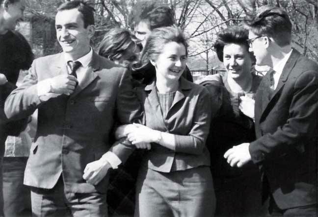 Kauno politechnikos instituto studentai, grupės draugai - A. Patackas, D. Ežerskytė, D. Jančaitytė, R. Šileika. 1964 m. | Nuotrauka iš asmeninio archyvo.