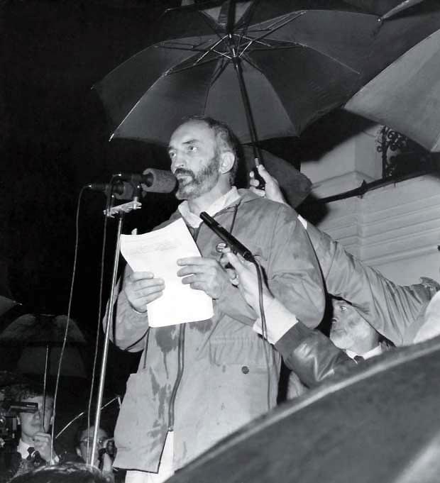 1988 m. Sajūdžio mitingas Kauno rotušės aikštėje, kalba A.Patackas | Nuotrauka iš asmeninio archyvo.