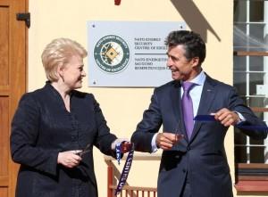 Dalia Grybauskaitė ir A.F.Rasmunsenas  oficialiai atidarė NATO energetinio saugumo kompetencijos centrą | lrp.lt, Dž.G.Barysaitės nuotr.