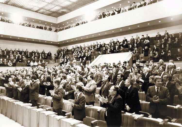 1990 kovo 11 d. Aukščiausiosios Tarybos salė