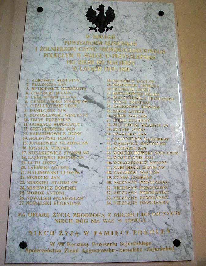 Seinų bazilikoje pakabinta didžiulė lenta, kurioje išrašytos vadinamojo Seinų sukilimo metu žuvusių lenkų pavardės | ausra.pl, I.Gasperavičiūtės nuotr.