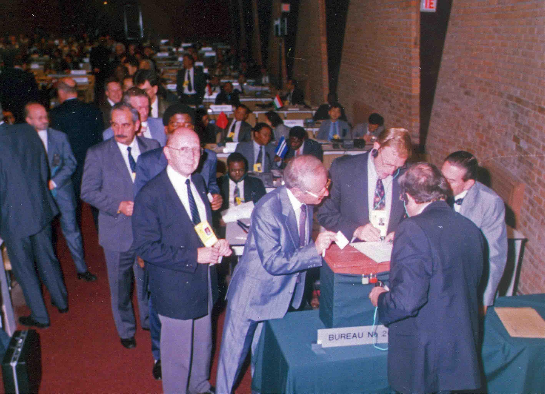 Balsavimas dėl Lietuvos Respublikos narystės Iterpole. 60-oji Interpolo Generalinės Asamblėjos sesija, 1991 m. lapkričio 4 d. | organizatorių nuotr.