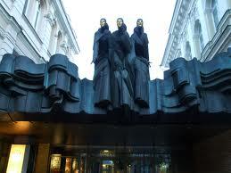 Nac dramos teatras