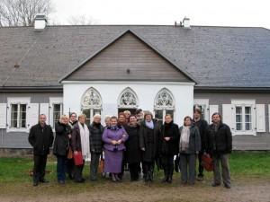 Aukštaitijos regioninės etninės kultūros globos tarybos nariai prie 1863 metų sukilimo muziejaus Paberžėje | I.Bajorūnės nuotr.