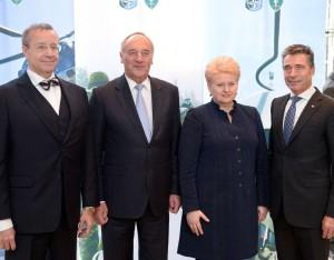 Prezidentė kartu su Latvijos Prezidentu Andriu Bėrziniu, Estijos Prezidentu Tomu Hendriku Ilvesu ir NATO Generaliniu Sekretoriumi Andersu Fogtu Rasmusenu | lrp.lt, R.Dačkaus nuotr.