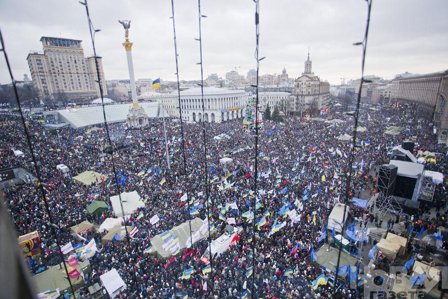 """Daugybė žmonių suplūdo į Kijevo centrą. """"Novaja gazeta"""" nuotr."""