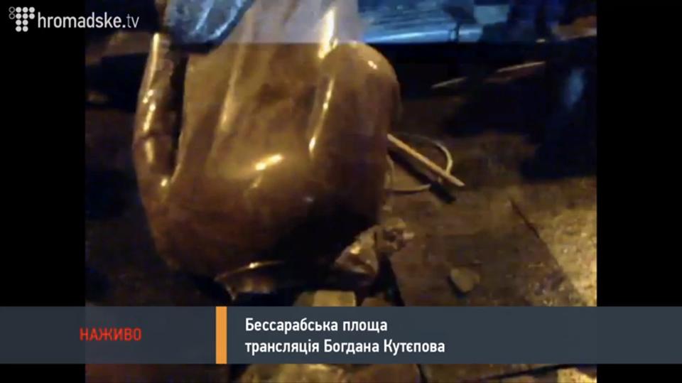 Nuverstas Lenino paminklas. Sustabdyta akimirka