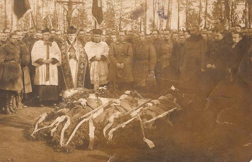 Laidojami 1923 m. kovo 19 d. Kapčiamiesčio vls., Paliepio k. lenkų partizanų nužudyti 11-ojo pėst. pulko atskiros lauko sargybos kareiviai.