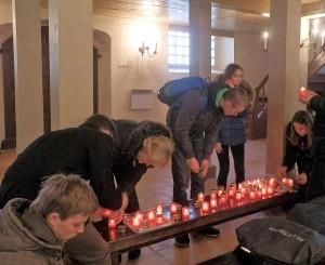 Uždegamos 300 žvakučių