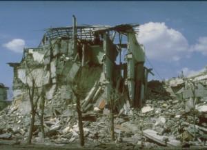 """Giumri sugriautas namas. """"Wikipedia"""" nuotr."""