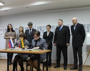 Pasirašyta bendradarbiavimo sutartis tarp kaimynų | Rambyno regioninio parko direkcijos nuotr.