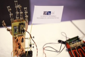 VGTU studentų sukurta robotinė ranka   VGTU.lt nuotr.