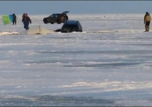 automobilis ant ledo_autoreviu.lt