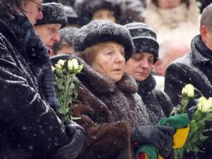 Genovaitė Marcinkevičienė savo vyro Justino Marcinkevičiaus laidotuvėse 2011 02 19 d. | Alkas.lt, J.Vaiškūno nuotr.