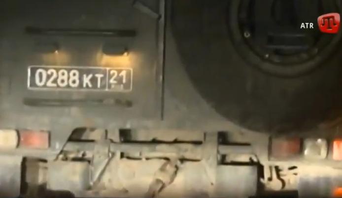 Sunkvežimiai su kariais pažymėti rusiškais numeriais