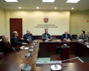 Referendumo dėl lito iniciatoriai VRK įteikė referendumui siūlomo įstatymo projektą | Alkas.lt, A.Rasakevičiaus nuotr.
