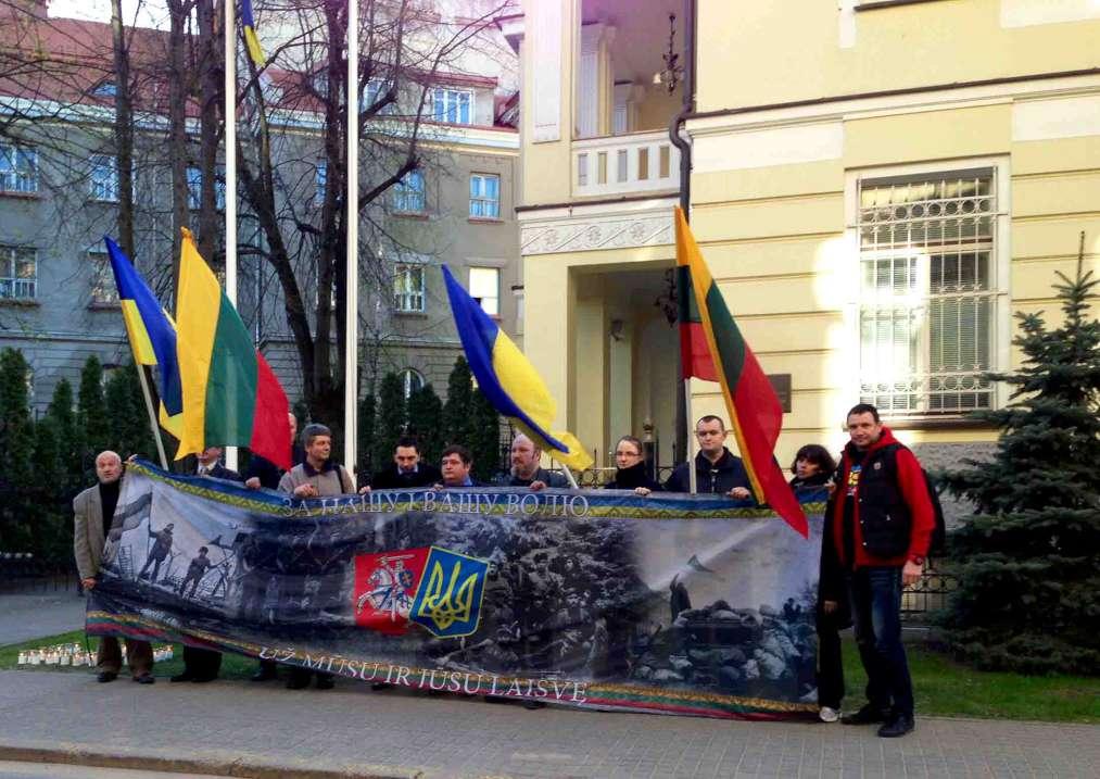 Tautininkų akcija prie Ukrainos ambasados, 2014-04-17, Vilnius | TS nuotr..
