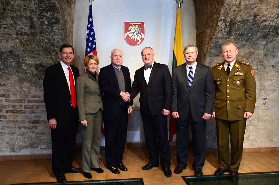 Krašto apsaugos ministerijoje lankėsi JAV senatorių delegacija | kam.lt, A.Pliadžio nuotr.