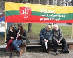 Referendumo iniciatoriai neabejoja, kad valdžia bando įbauginti žmones už kitas piliečių iniciatyvas nebepasirašyti | respublika.lt, I. Sidarevičiaus nuotr.