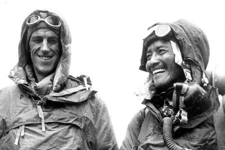 Edmundas Hilaris (Hillary) iš Naujosios Zelandijos ir nepalietis Tenzingas Norgajus (Tenzing Norgay) – pirmieji įkopę į Everestą