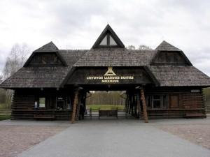 Lietuvos liaudies buities muziejaus sutikimo vartai | LLBM nuotr.