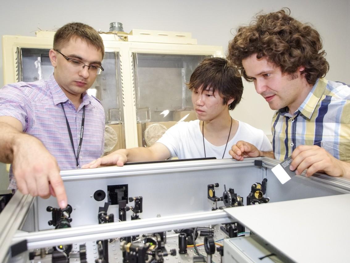 Tokijo technologijos instituto doktorantas Kenta Kanosue su kolegomis iš KTU   ktu.edu nuotr.