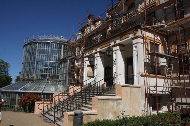 Atgimimas. Restauratoriai prikėlė Kretingos dvarą ir jo komplekso statinius: ratinę, vandens malūną, dabar restauruojamas buvęs ūkvedžio namas | ve.lt, D. Grikšaitės nuotr.