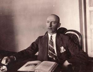 Valerijonas Straševičius prie darbo stalo 1930-06-24 | V.Kovalevskio nuotr., PKM F 4023