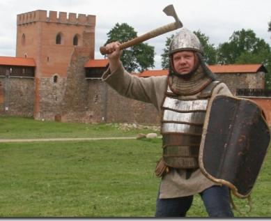 Karys su lietuviškuoju skydu (Darius Jurcevičius), istorinė rekonstrukcija | TIM nuotr.