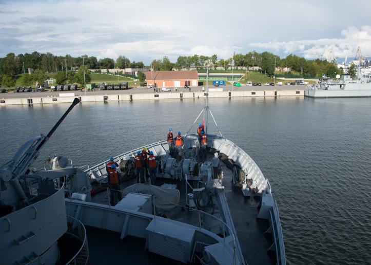 "Lietuvos karinis laivas ""Jotvingis"" kartu su NATO junginiu lankėsi Taline | kam.lt nuotr."