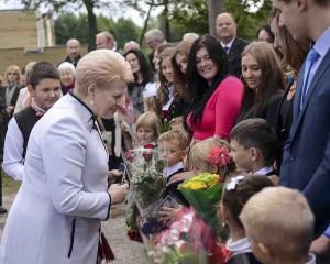 Prezidentė dalyvavo Rugsėjo 1-osios šventėje Lavoriškėse | lrp.lt, P. Peleckio nuotr.