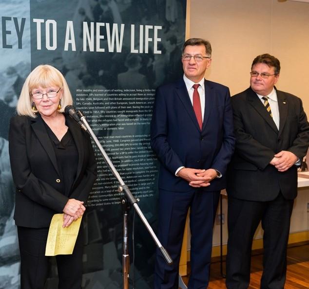 Parodos sudarytoja Irena Chambers, Lietuvos premjeras Algirdas Butkevičius ir užsienio reikalų ministras Linas LInkevičius   Ludo Segers nuotr.