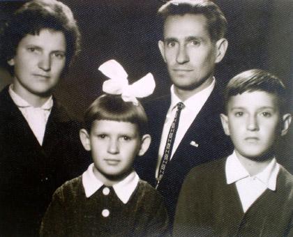 Jonas Nemanis su žmona Stasele, vaikais Birute ir Kęstučiu 1962 m. | asmeninė nuotr.
