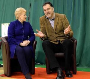Arvydą Sabonį sveikina Prezidentė Dalia Grybauskaitė | lrp.lt nuotr.