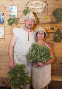 pirtis-Liuda ir Arvydas Mediniai