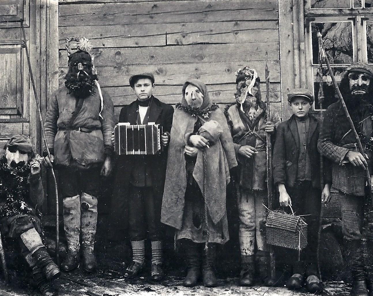 Užgavėnių persirengėliai. Salantai. 1923 | Lietuvos istorijos instituto Bibliotekos rankraštyno Etnografijos fondo, byla 949-57, nuotr.