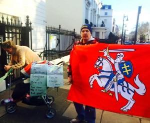 Piketas prie Norvegijos ambasados Londone 2014-02-06 | facebook.com, A. Kasparavičiaus nuotr.